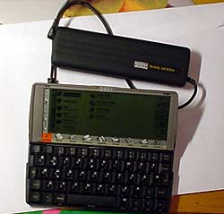 Мои любимцы: Psion Travel Modem и Psion Series 5mx (11186 байт)